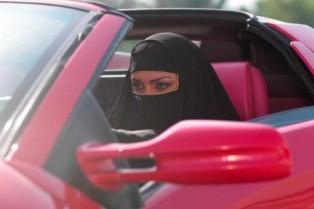 Мужчины Саудовской Аравии против женщин за рулем