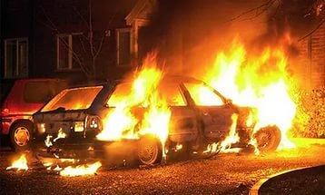 В Воронеже сгорел брошенный автомобиль