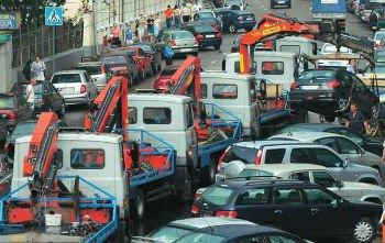 Эвакуаторы вновь на улицах города