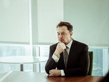 Илон Маск 10 лет не будет получить зарплату в Tesla