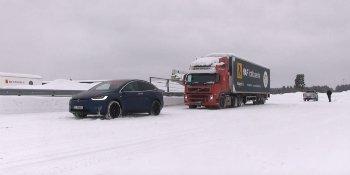 В Норвегии кроссовер Tesla отбуксировал 43-тонную фуру