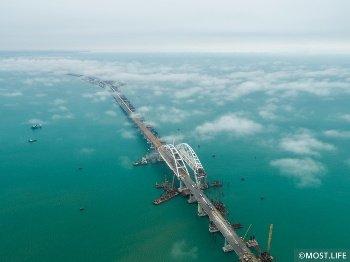 Мост в Крым сдадут раньше на полгода