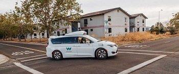 Робомобили от Google бесят автомобилистов своей медлительностью