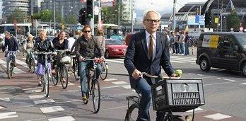 В Нидерландах будут штрафовать велосипедистов за использование гаджетов