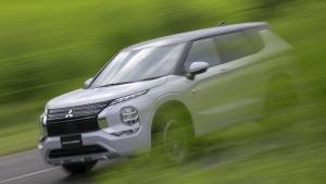 Обновленный гибридный Mitsubishi Outlander показали в Сети